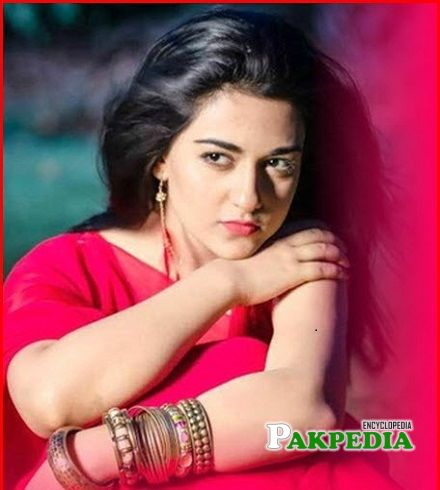 Sarah Khan age is only 26