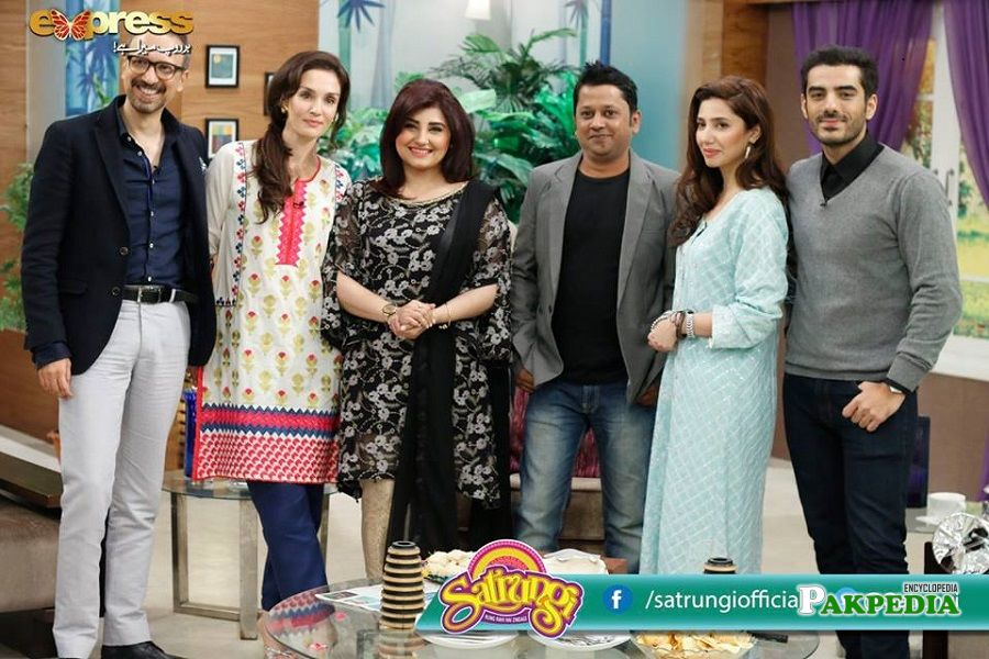 Asim Raza with cast of 'Ho Mann Jahan' during promotions