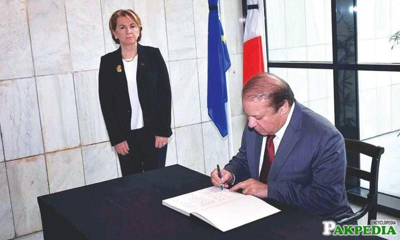 Nawaz Sharif in France embassy
