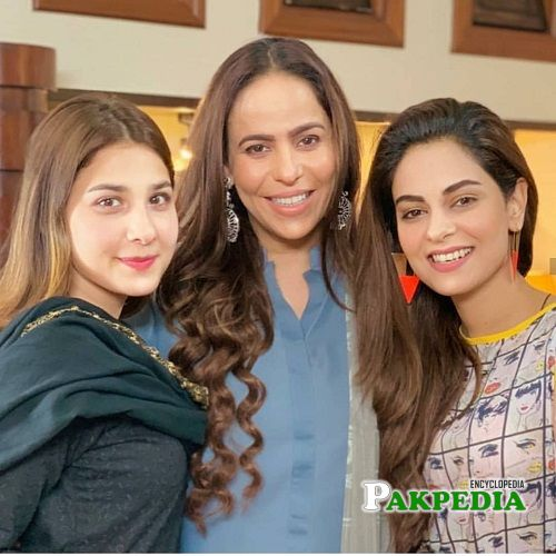 Zainab with Ammar Khan and Hina Altaf on sets