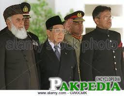 Indonesian President Abdurrahman Wahid (C) along with President of Pakistan Mohammad Rafiq Tarar