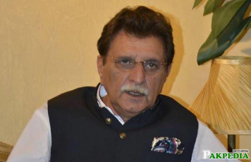 Farooq Haider Khan giving interview