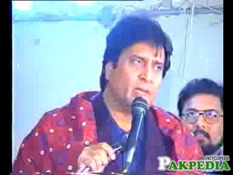 Izhar Qazi giving a speech