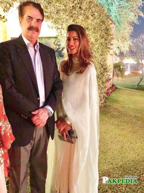 Rabia butt with General Raheel Shareef at an event