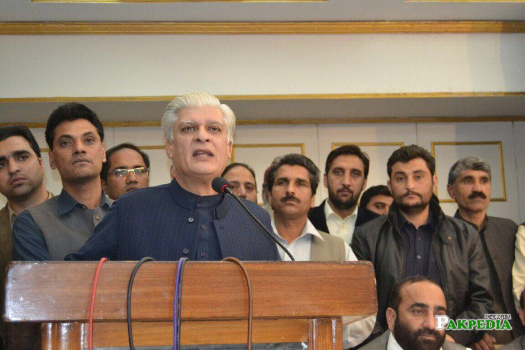 Dr Asif Kirmani awarded PML_N Senate ticket