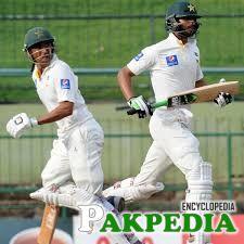 Shan Masood and Younis runing