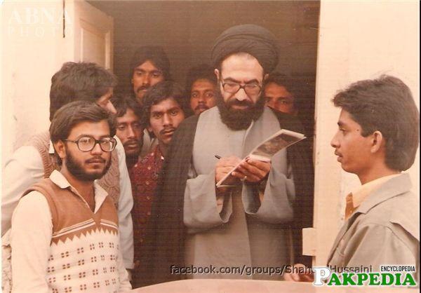 Alama arif was giving autograph