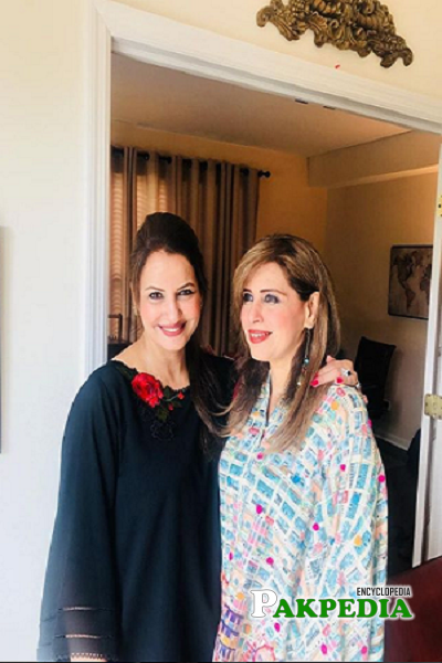 Seemi pasha with her best friend Saba Faisal