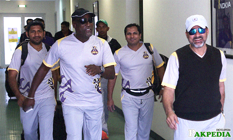Quetta Gladiators Coach With Team Members
