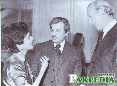 Quaid's daughter with UN Secertary Dr Kurt Waldhien in 1976