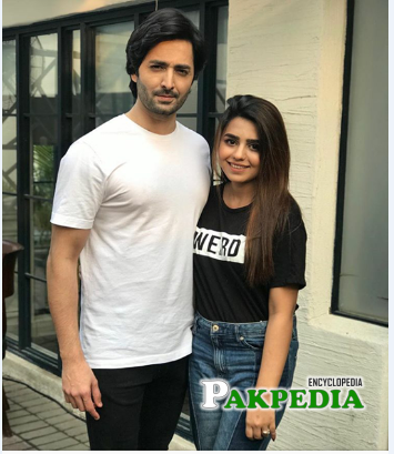 Anumta qureshi with danish on the sets