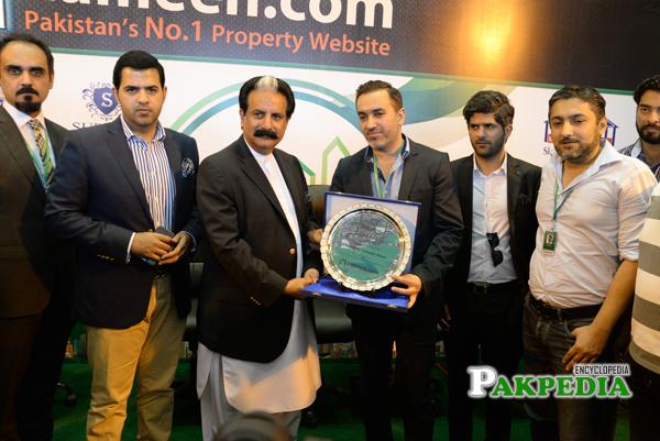 Zameen Expo - Giving Award