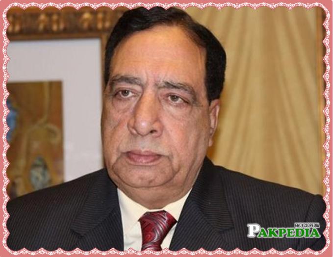 Pakistani Urdu language newspaper columnist and poet