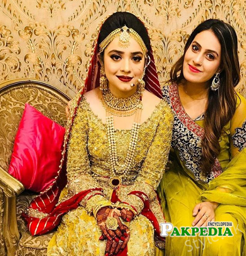 Aroha khan with Sarah razi at her wedding