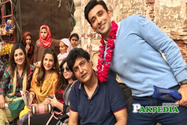 Khalil ur Rehman Qamar with the team of Kaaf Kangana